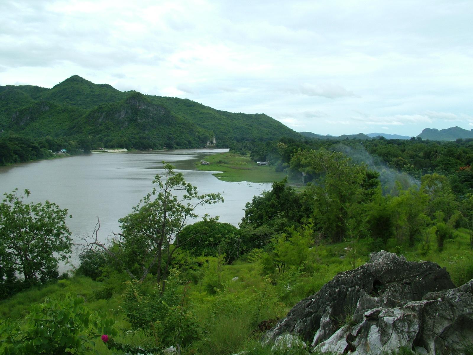 נוף נהר הקויי בקנצ'נבורי
