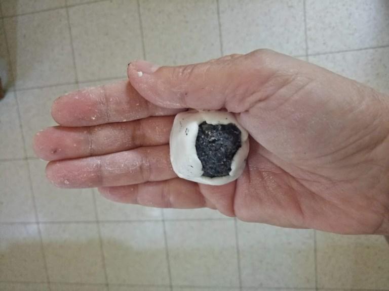 מילוי כופתאות אורז בשומשום שחור