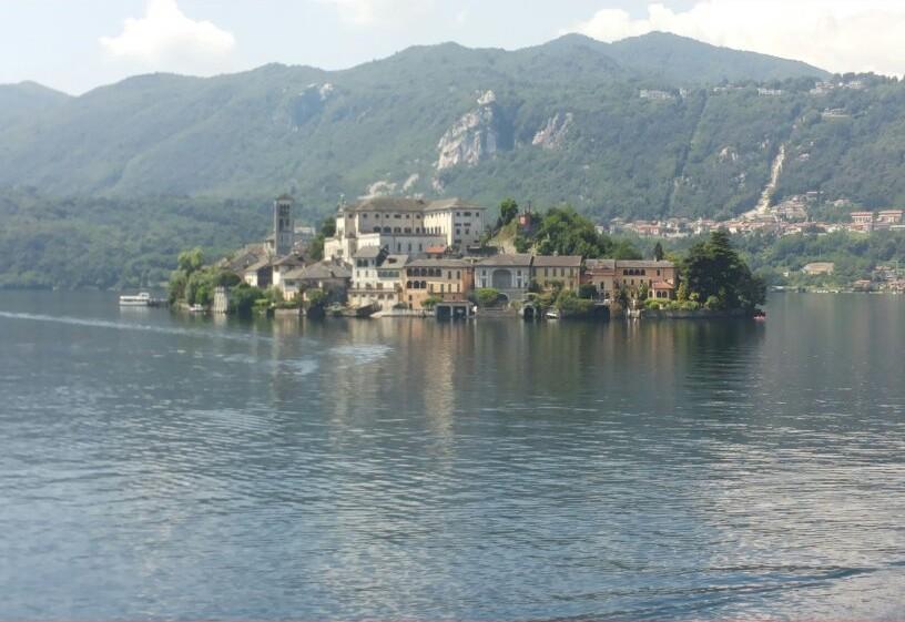 Orta San Giulio - Vista sul lago d'orta e sull'isola di San Giulio