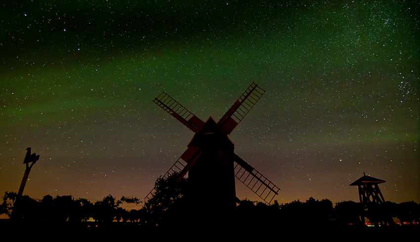 "Airglow – When a ""green aurora"" turns into an even rarer phenomenon"