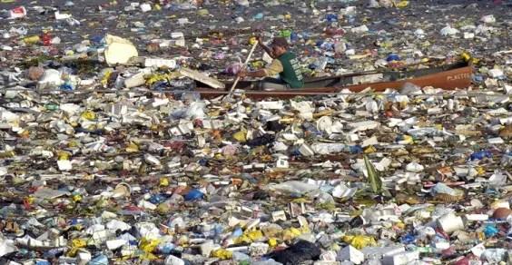 Risultati immagini per pianeta spazzatura