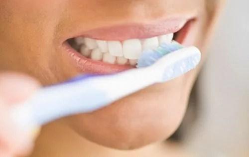 Risultati immagini per lavarsi i denti