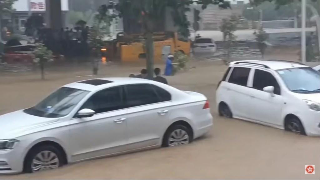 498 mm di pioggia sono caduti a Lushan [FOTO & VIDEO]