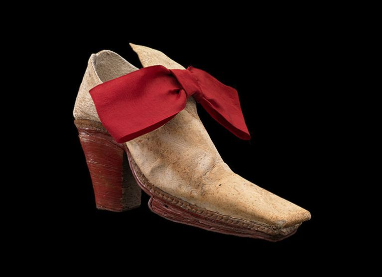 The Monsieur Shoe with red heel and red bow.