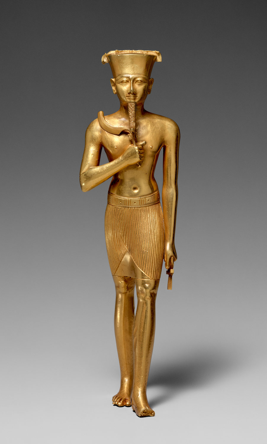 compare egyptian sculpture and greek sculptures Ancient greek art can be classified  •emulates stance of egyptian sculpture but is nude and arms and legs cut away from stone  archaic sculptures seem.