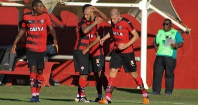 Vitória vence o Atlântico por 2 a 0 e se mantém na liderança do Baianão