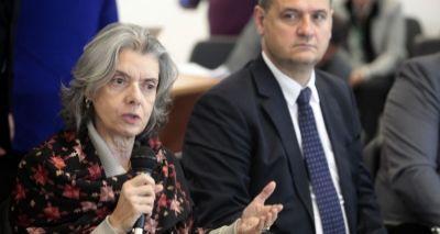 Cármem Lúcia anuncia aposentadoria da presidência do STF para início de 2018