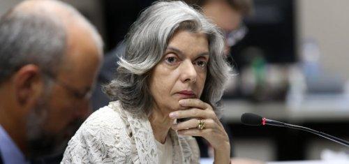 [Cármen Lúcia diz que TSE não pode tomar iniciativa de impedir candidatura de Lula]