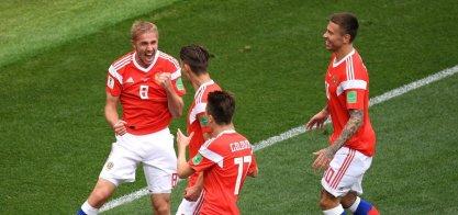 [Rússia passeia em casa e vence Arábia na abertura da Copa por 5 a 0]