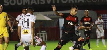 [Vitória perde para o São Paulo por 1 a 0 e se complica na Série A]