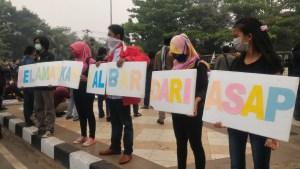Unjuk rasa Kalbar Menggugat di Bundaran Tugu Degulis Pontianak