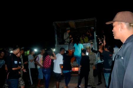 Puluhan warga tanpa identitas kala diamankan petugas Satpol PP.