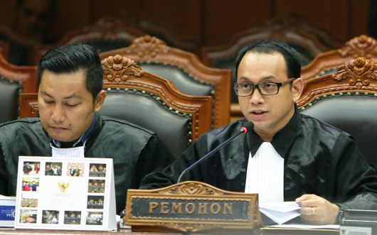 Pengacara kondang Andi Syafrani, SH, MCCL kala beraksi di Mahkamah Konstitusi dan memenangkan sejumlah perkara Pilkada di beberapa daerah.