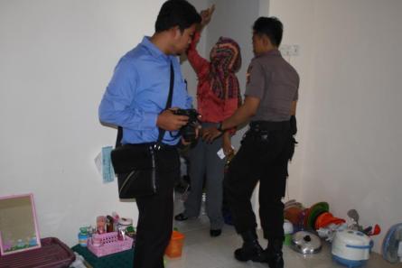 Olah TKP yang dilakukan Polres Tarakan di Kos Istiqomah, belum lama ini.