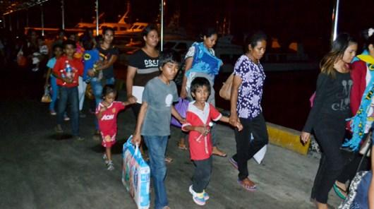 Sejumlah TKI bersama anak mereka yang dideportasi Malaysia tiba di Pelabuhan Internasional Tunon Taka Kabupaten Nunukan, Kaltara, (int)