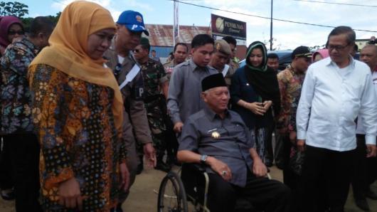 Mensos RI Khofifah bersama Gubernur Kaltim Awang Faroek Ishak dan Bupati Kukar Rita.
