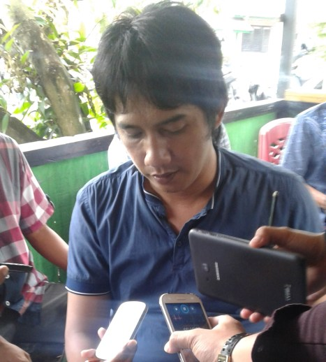 Korlab Garuda Akbar Syarif saat membacakan tuntutan yang akan disampaikan ke DPRD kepada para awak media.
