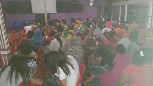 Puluhan PSK di lokalisasi Loa Janan kala diberikan pengarahan oleh Pemkab Kukar.