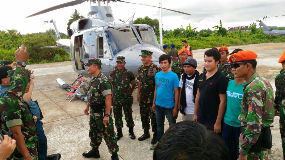 Empat ABK TB Henry dengan selamat tiba di Lanud Tarakan.