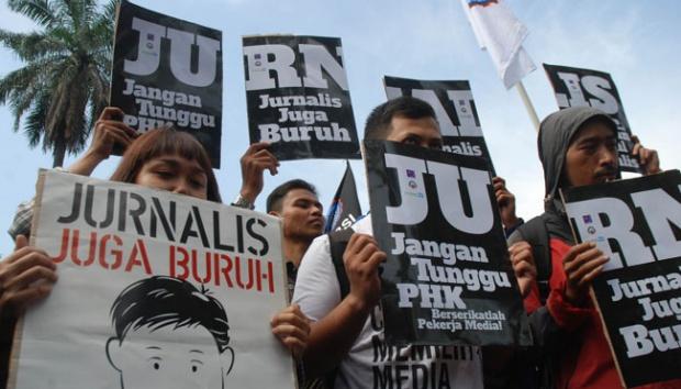 Aksi demo yang dilakukan sejumlah jurnalis saat menuntut hak-haknya kepada perusahaan. (int)