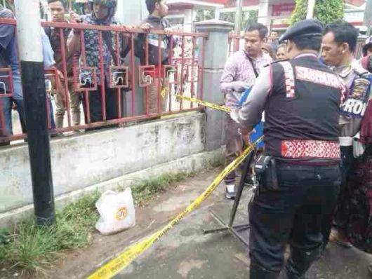 Kantong pelastik berisi orok bayi ditemukan di Gang Pancasila V, Pontianak.