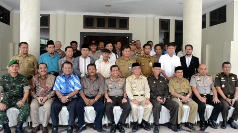Kapolda Kaltim Irjen Pol Safaruddin bersama Walikota Tarakan Ir Sofian Raga dan tokoh masyarakat di Kota Tarakan.