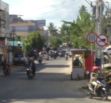 Kendaraan diatas roda empat dilarang masuk di Kampung Bugis.