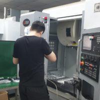 CNC frezen van aluminium producten en metaalbewerking