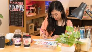 Globe's DIY cup sleeve event warms BLINKS up for