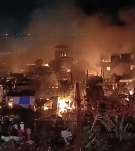 BREAKING NEWS: Fire destroys homes in Muntinlupa