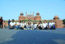 Metro Yatri Club members posing and enjoying at Red Fort.