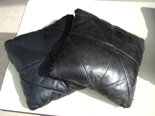 https://i0.wp.com/www.metroretrofurniture.com/images/pillows/pillowgroupb3.jpg