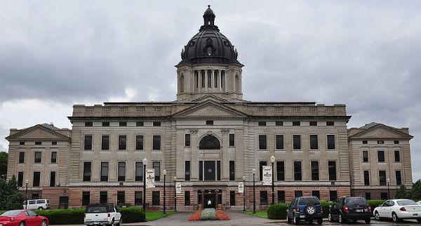 South Dakota State Capitol (Jim Bowen, via Wikimedia Commons).