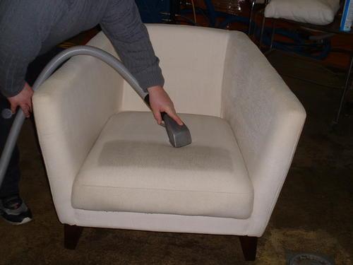 Stoelen reinigen eestoelen  bureaustoelen
