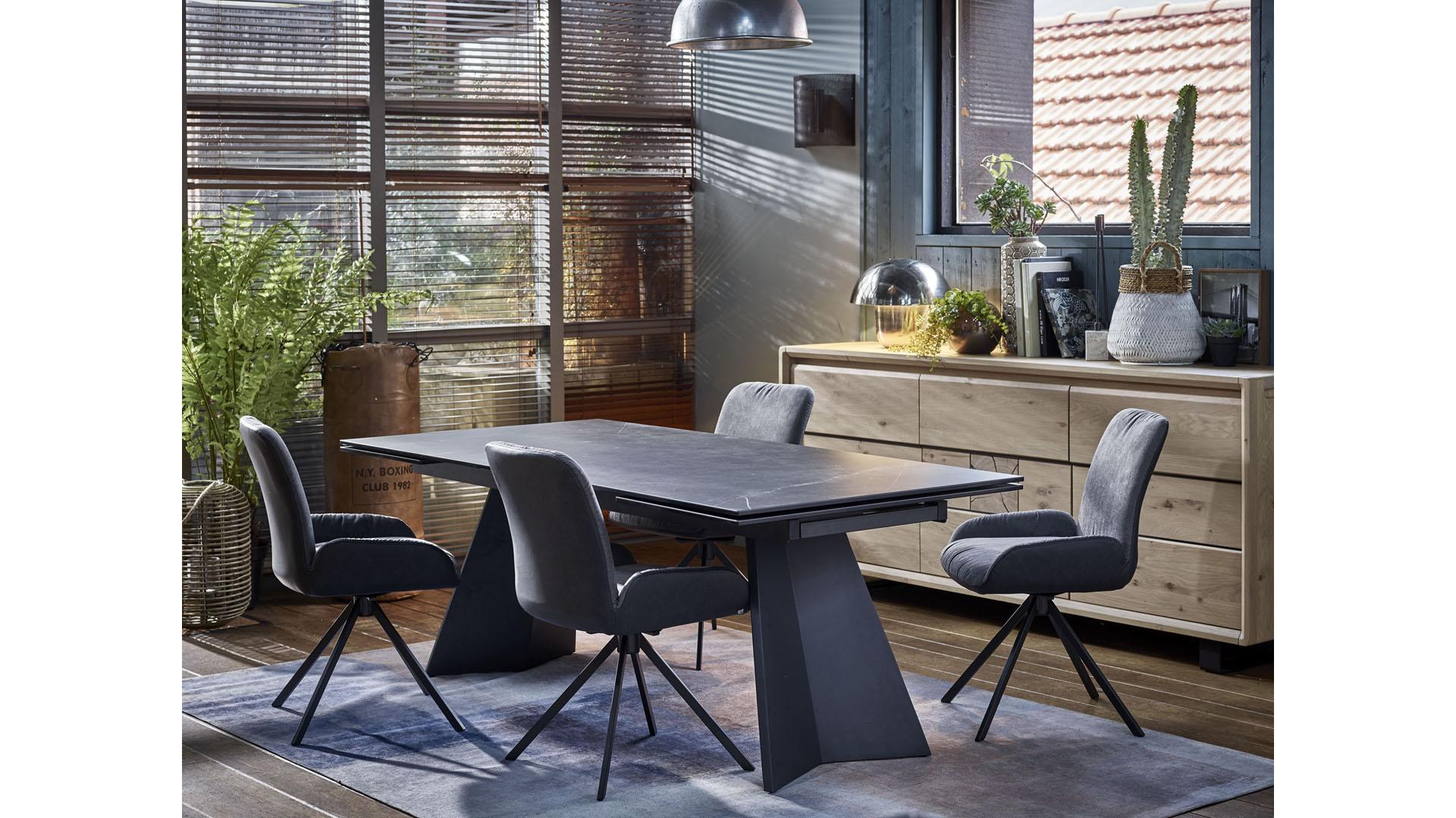 salle a manger avec table en ceramique noire ateliers de langres eden meubles gibaud