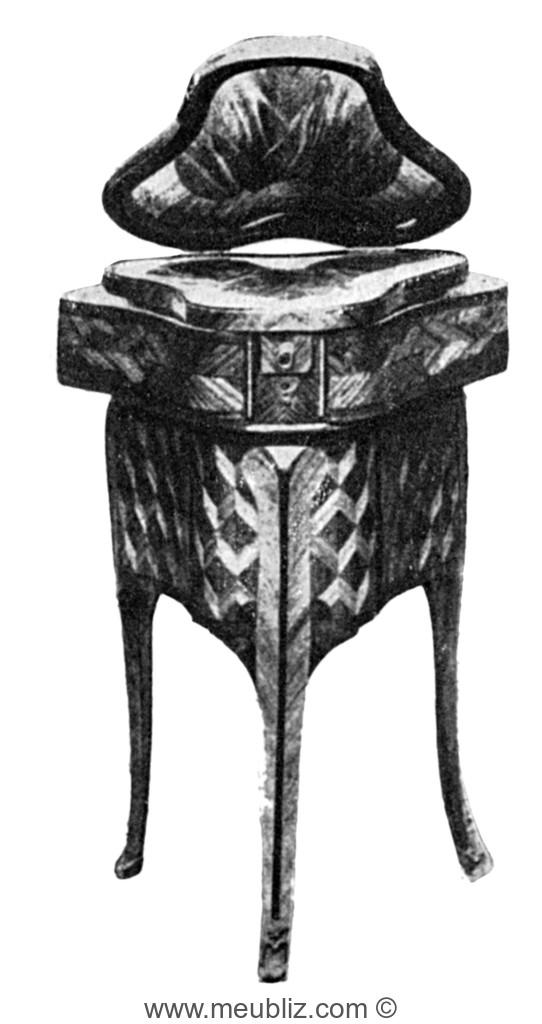 Table Raser Louis XV Triangulaire Trois Pieds Galbs