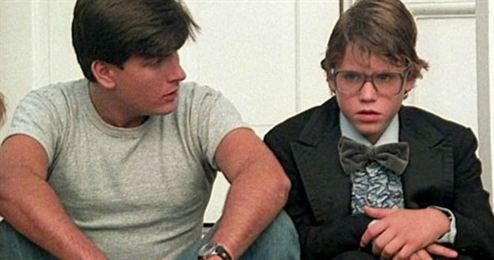 Charlie Sheen acusado de abusar de criança com 13 anos