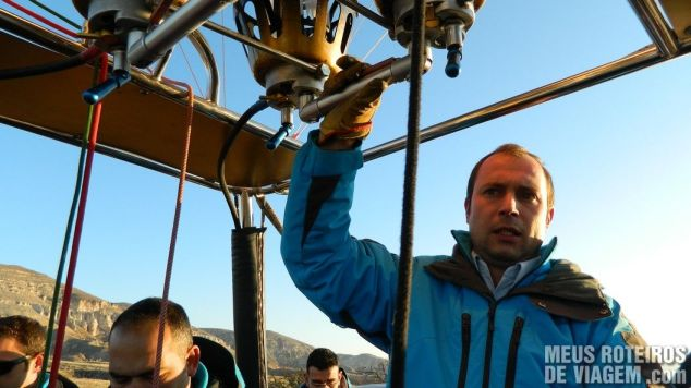 Piloto de balão na Capadócia - Turquia