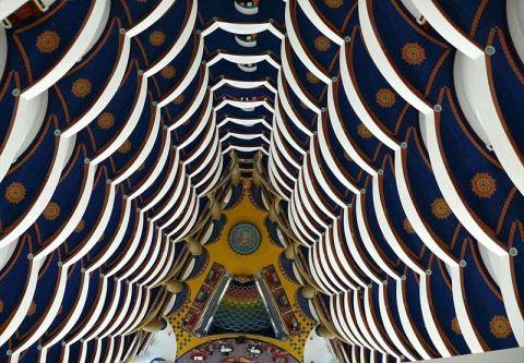 Lobby do hotel visto de cima (fonte: mymodernmet.com)