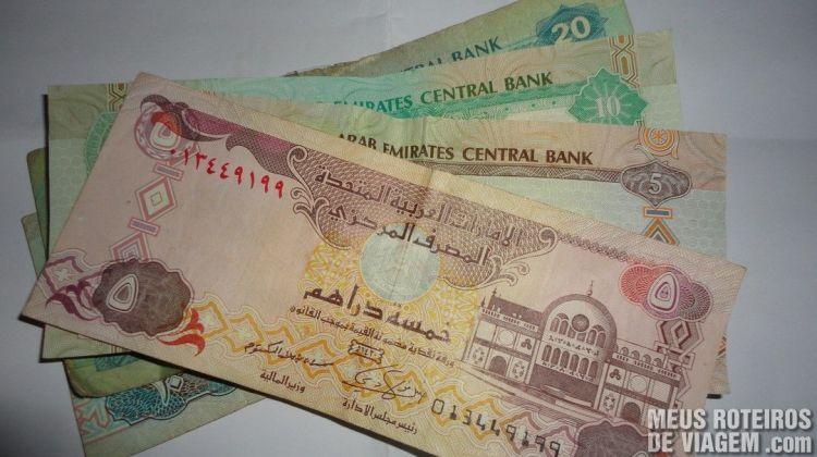Notas de dirham - Moeda dos Emirados Árabes