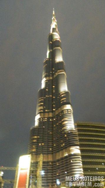 Iluminação noturna do Burj Khalifa - Dubai