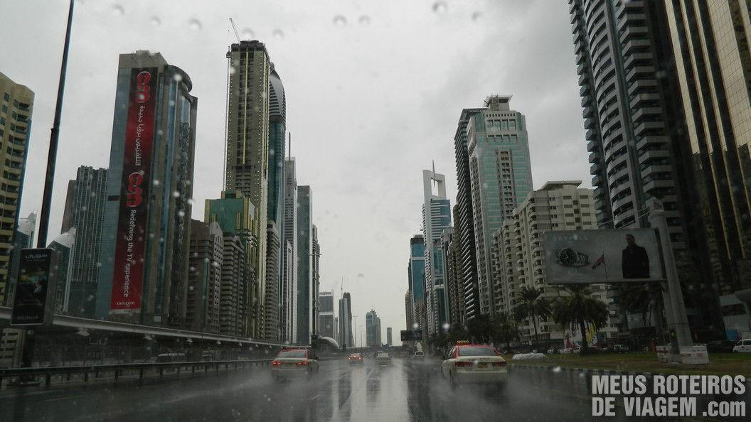 Chuva em Dubai - Sheikh Zayed Road