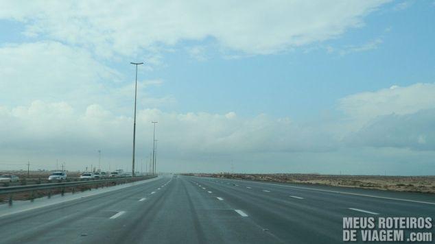 Rodovia E11 - Caminho de Dubai para Abu Dhabi