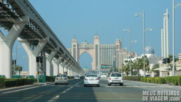 Dirigindo na Palm Jumeirah, a caminho do hotel Atlantis - Dubai