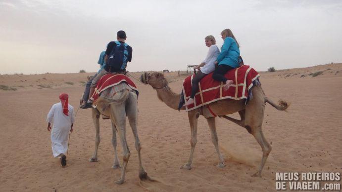 Camelo no deserto de Dubai - Emirados Árabes