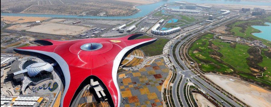Cobertura do Ferrari World e o circuito de Fórmula 1 (fonte: hkyantoyan.com)