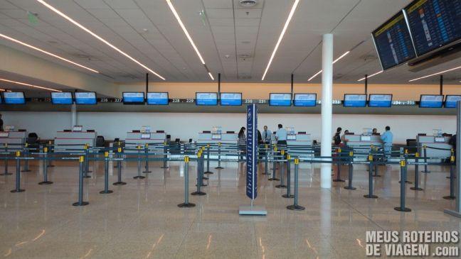 Área de check-in no Terminal C do Aeroporto de Ezeiza - Buenos Aires
