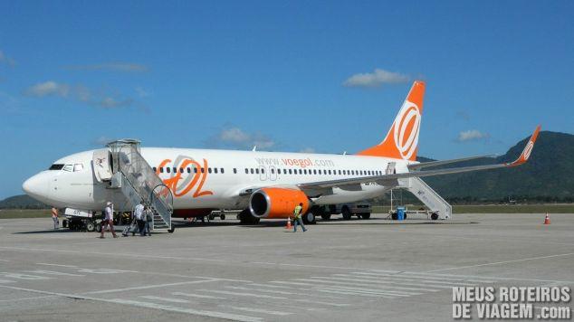 Avião da GOL no aeroporto de Florianópolis