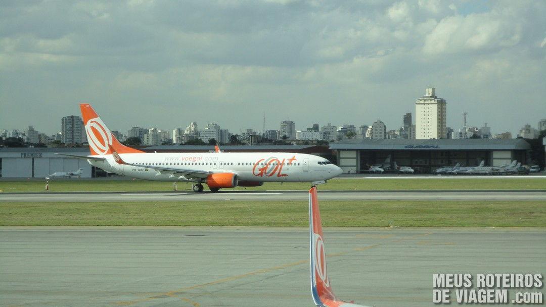 Avião decolando no Aeroporto de Congonhas São Paulo
