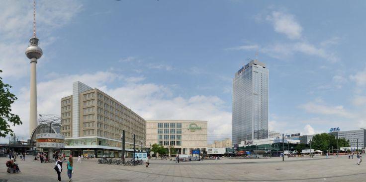 Alexanderplatz e o hotel Park Inn (Wikimedia Commons)